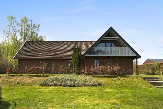 Villa på Johan Skjoldborg Vej i Bredsten - Set fra haven