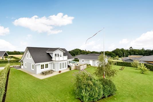Villa på Storedalsvej i Bredsten - Ejendommen