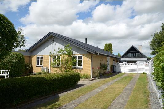 Villa på Violvej i Søllested - Hus