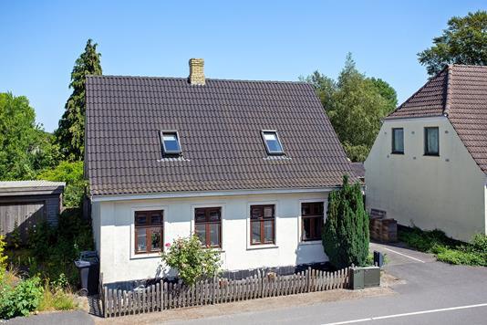 Villa på Vestre Landevej i Stokkemarke - Set fra vejen