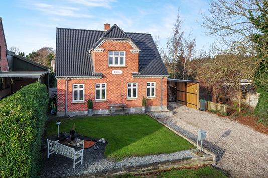 Villa på Jernbanevej i Horslunde - Ejendommen