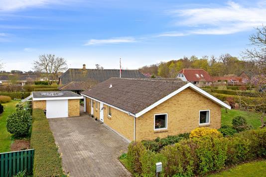 Villa på Grønningen i Søllested - Set fra vejen