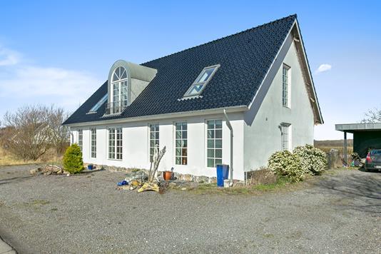 Villa på Tårsvej i Harpelunde - Set fra vejen
