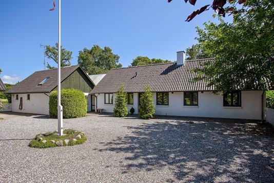 Villa på Bagerstræde i Harpelunde - Set fra vejen