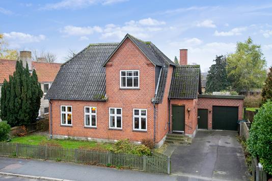Villa på Højrebygade i Søllested - Set fra vejen