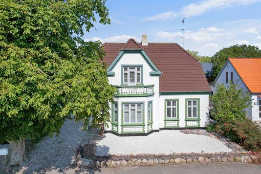 Villa på Hovedgaden i Horslunde - Set fra vejen