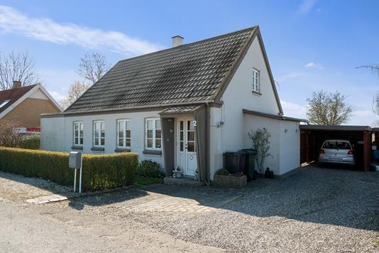 Villa på Simonshovedvej i Søllested - Set fra vejen