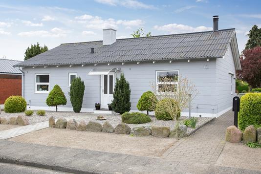 Villa på Pederstrupvej i Nakskov - Set fra vejen