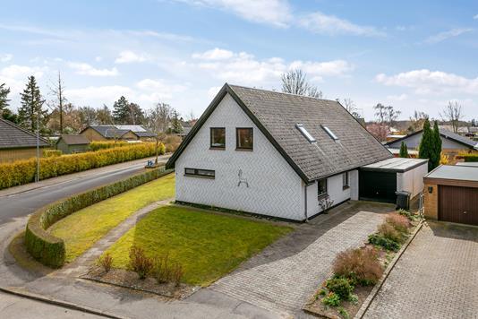 Villa på Violvej i Søllested - Set fra vejen