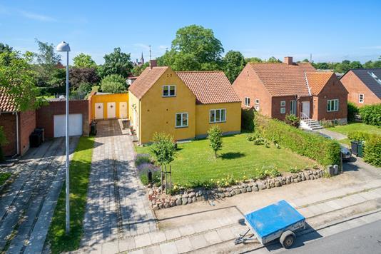 Villa på Bregnevej i Nakskov - Set fra vejen