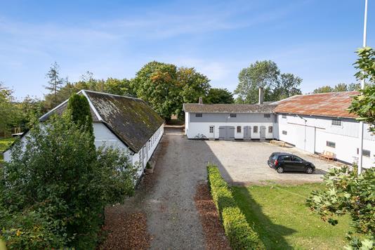 Landejendom på Kuditsevej i Dannemare - Set fra vejen