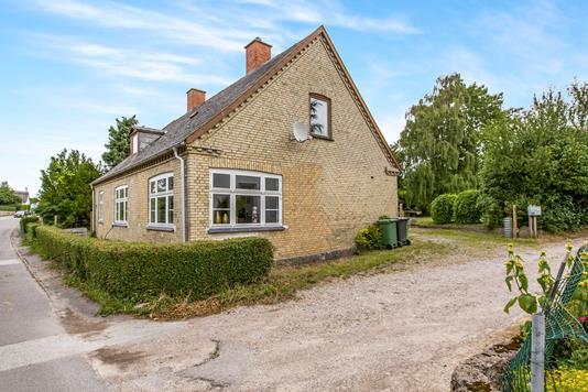Villa på Bogø Hovedgade i Bogø By - Ejendommen