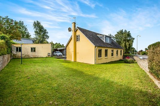 Villa på Lundby Hovedgade i Lundby - Ejendommen