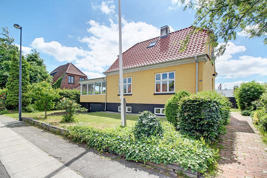 Villa på Ole Borchs Vej i Valby - Ejendommen