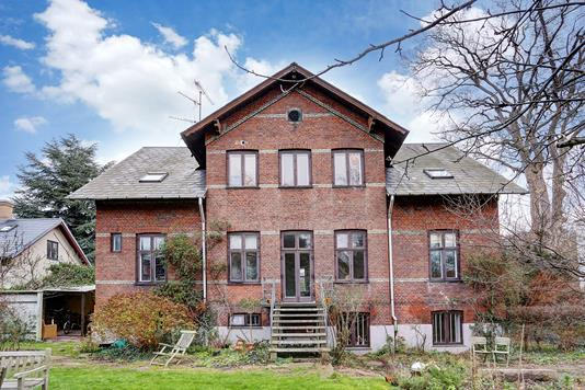 Villa på Rosenvængets Allé i København Ø - Ejendommen