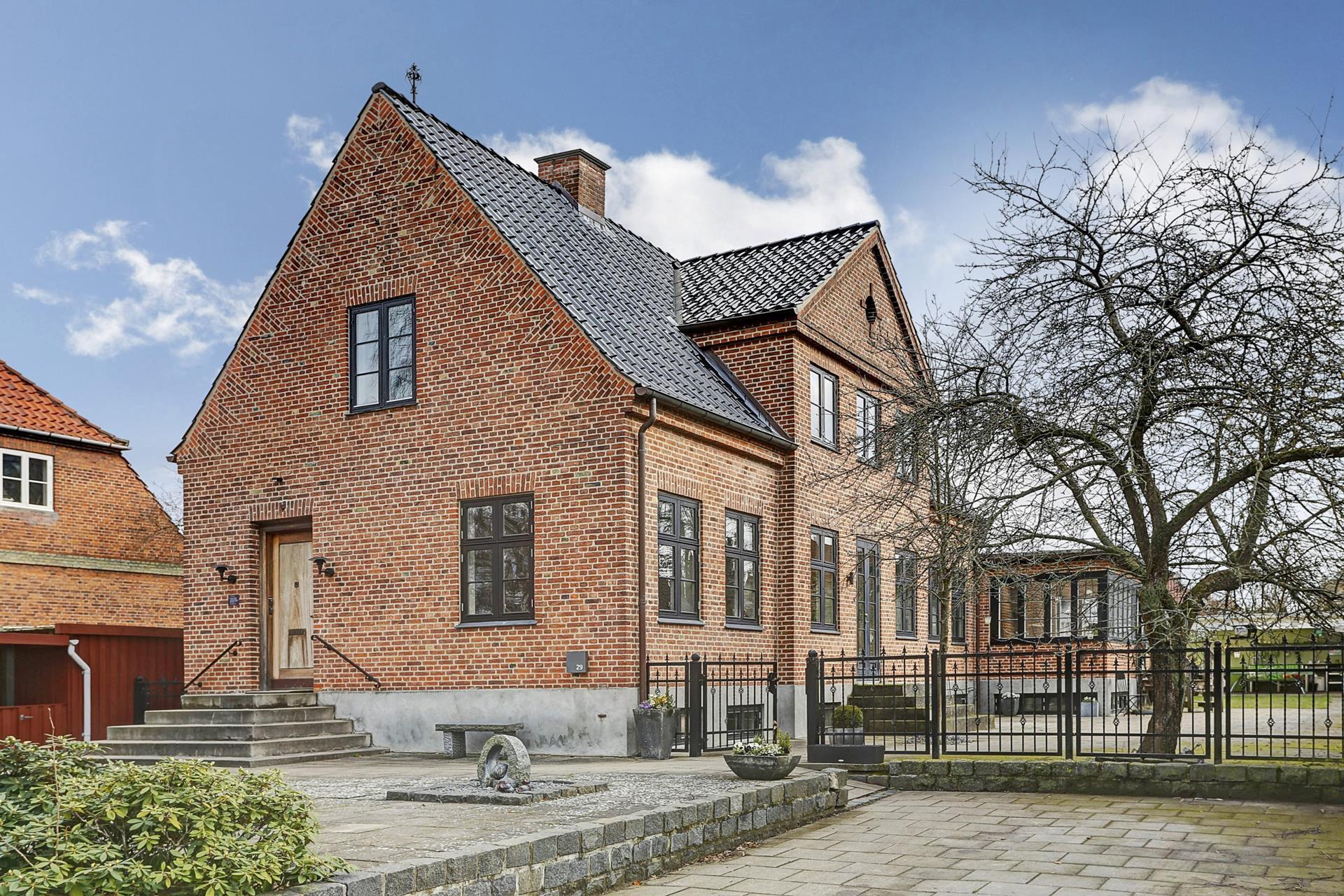 Villalejlighed på Engdraget i Valby - Ejendommen