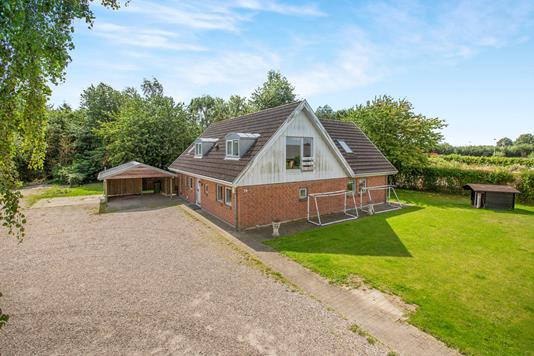 Villa på Erhvervsvangen i Årslev - Ejendommen