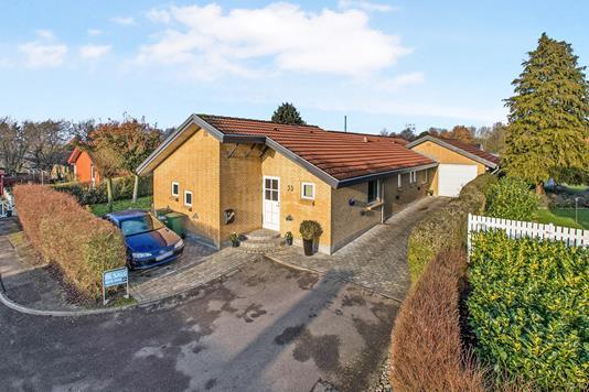 Villa på Anneksvænget i Odense N - Ejendommen