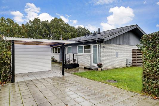 Villa på Blomsterager i Kokkedal - Carport