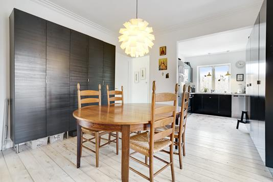 Villa på Harrestrupvang i Valby - Spisekøkken