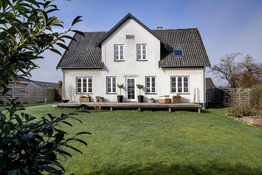 Villa på Vinkelvej i Lynge - Ejendommen