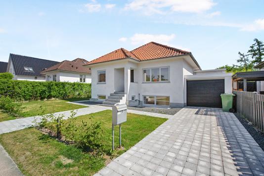 Villa på Sorgenfri Allé i Odense SV - Ejendommen