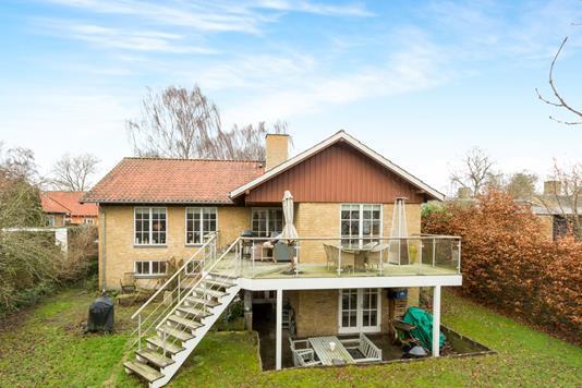 Villa på Holbergvænget i Odense M - Ejendommen