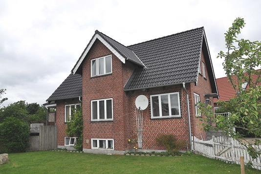 Villa på Jernbanegade i Padborg - Ejendommen