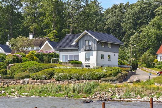 Villa på Fjordvejen i Kruså - Ejendommen