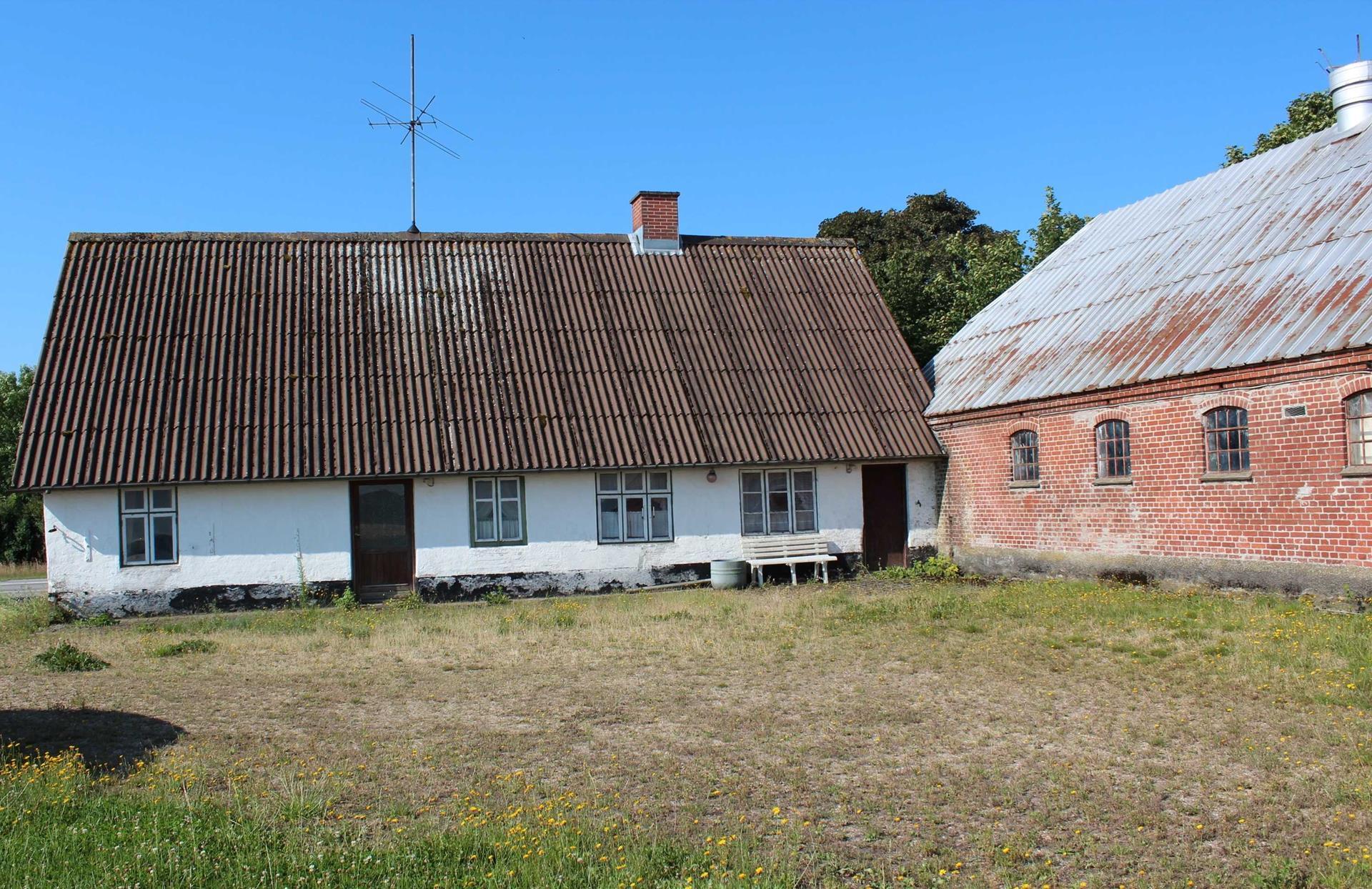 Landejendom på Ålbæk Hovedvej i Bramming - Ejendommen