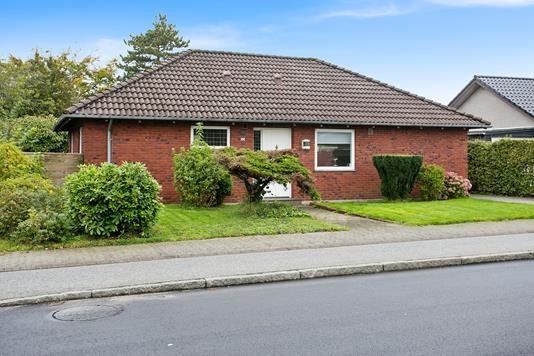 Villa på Kvaglundvej i Esbjerg Ø - Set fra vejen