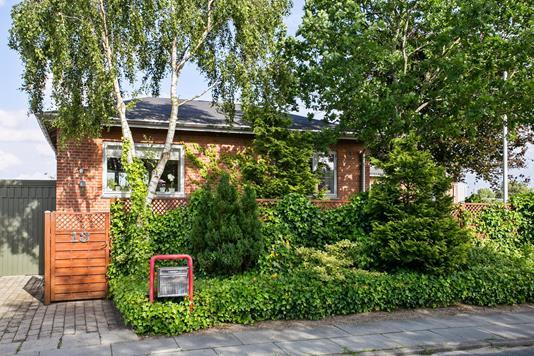 Villa på Enebærvej i Esbjerg N - Set fra vejen