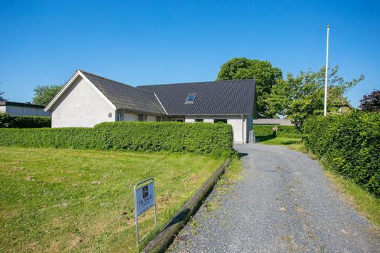 Villa på Vardevej i Tistrup - Ejendommen