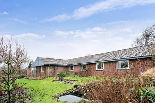 Villa på Fyrrelunden i Esbjerg Ø - Ejendommen
