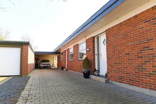 Villa på Lodsvænget i Esbjerg V - Facade lang