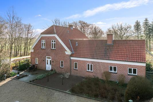Villa på Egvadvej i Tarm - Set fra vejen