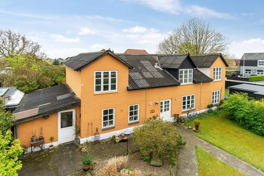 Villa på Kirkebakken i Esbjerg Ø - Set fra vejen