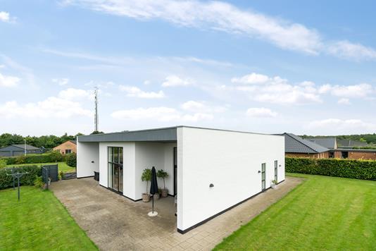 Villa på Østertoften i Bramming - Set fra haven