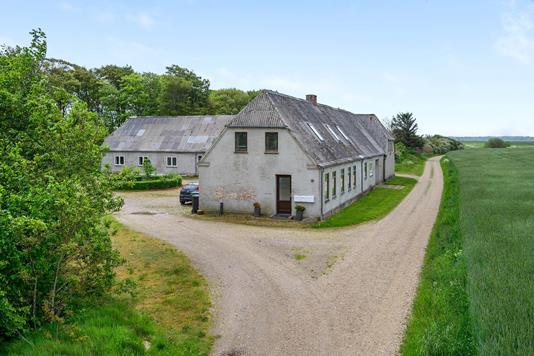 Landejendom på Præstegårdvej i Janderup Vestj - Ejendommen