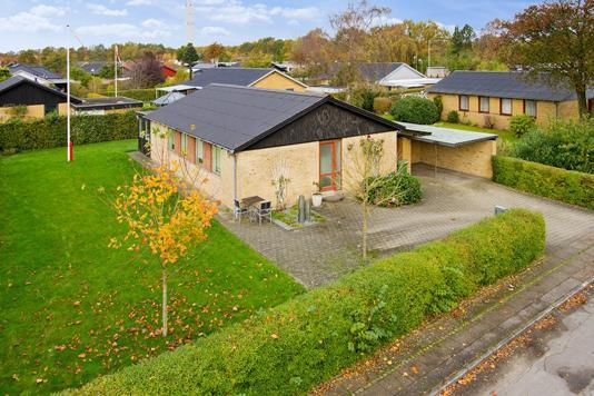 Villa på Skoleparken i Holstebro - Set fra vejen
