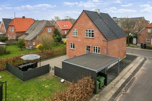 Villa på Bisgårdtoft i Holstebro - Set fra haven