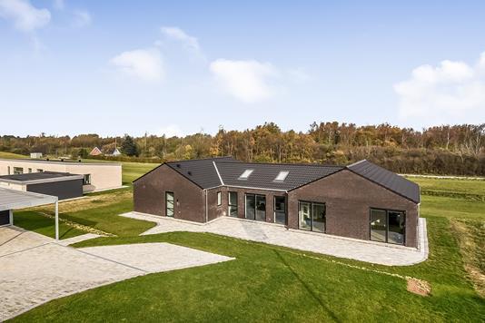 Villa på Under Rødtjørnen i Holstebro - Ejendommen