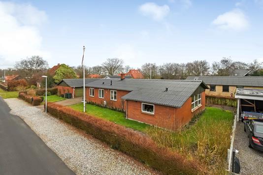 Villa på Kirkevangen i Sørvad - Ejendommen