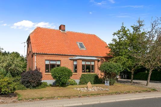 Villa på Lånumvej i Stoholm Jyll - Set fra vejen