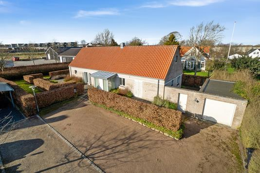 Villa på Sønder Tranders Bygade i Gistrup - Set fra vejen