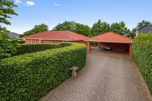 Villa på Kronen i Gistrup - Indkørsel