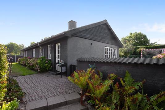 Villa på Kirkebakken i Klarup - Set fra haven