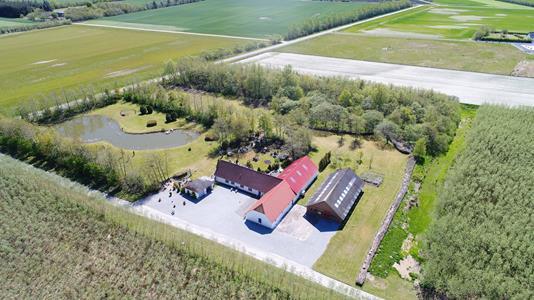 Landejendom på Fristrup Kærvej i Aabybro - Luftfoto