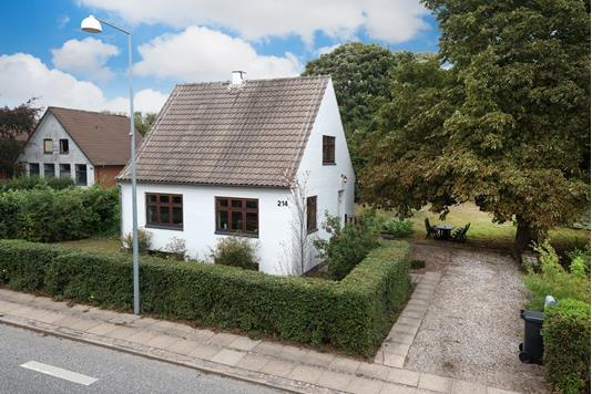 Villa på Hjørringvej i Østervrå - Ejendommen