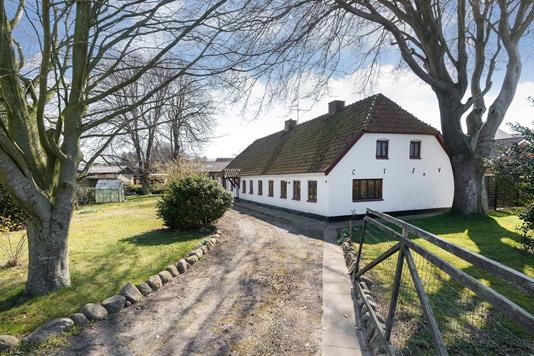 Villa på Damhusvej i Tårs - Ejendommen
